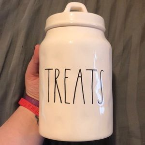 Brand new Rae Dunn Treats canister